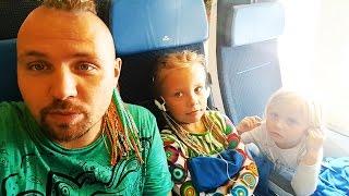 Влог ДЕТСКАЯ Еда Против ВЗРОСЛОЙ ХОТИТЕ УВИДЕТЬ? Летим Домой часть #2 Хотвилс Пеппа видео для детей
