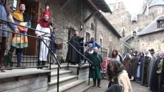 preview picture of video 'Eulenspiels Mitwirkungen beim Mittelalterfest auf der Burg Aggstein: Einzug in die Burg'