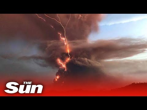 Philippines volcano - Dramatic footage of Taal eruption