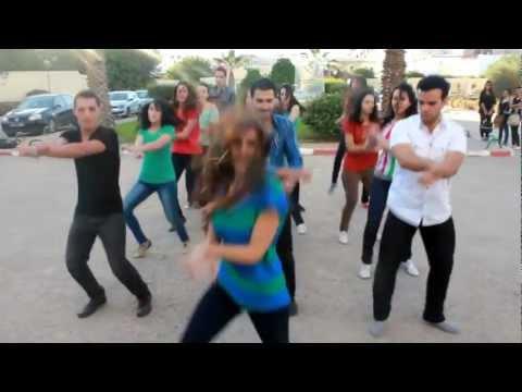 رقص طالبات كلية الطب في تونس