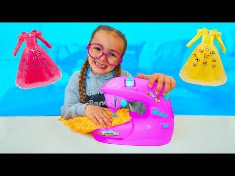 Las Ratitas hacen vestidos de princesas con máquina de coser de juguete para niños