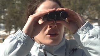 【穷电影】10名青年到深山游玩,发现这里异常的安静,用望远镜一看被吓到了