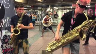 Нереальные уличные музыканты в Нью-Йоркском метро