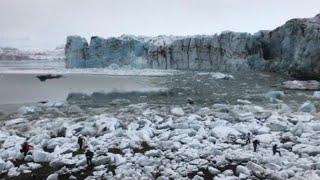 ВИДЕО | Туристы бегут от отколовшегося ледника в Исландии…