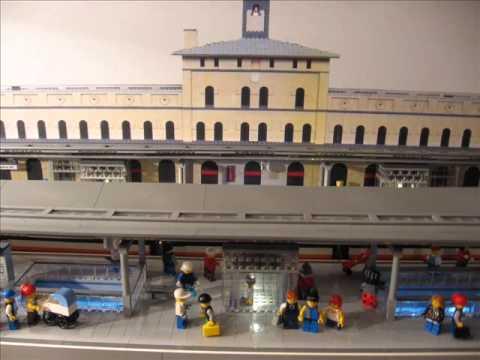 Die neue Straßenbahnhaltestelle unter dem Augsburger Hauptbahnhof - aus 50.000 LEGO® Steinen