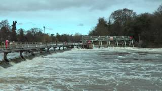 preview picture of video 'Boulter's Lock Weir'