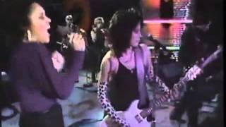 Joan Jett and Darlene Love - He's a Rebel.mov
