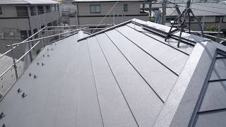 金属屋根材によるカバー工法リフォームが完成した様子【屋根リフォーム】