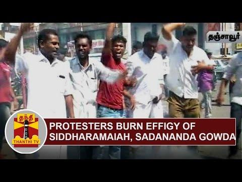 Protesters-burn-effigy-of-Siddaramaiah-and-Sadananda-Gowda-Thanthi-TV
