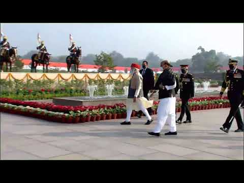 PM Shri Narendra Modi pays homage to the martyrs at the National War Memorial on 72nd #RepublicDay.