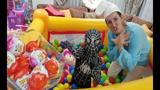Yeni Zıp Zıp havuzda rengarenk 3000 top içinde Şirine ve spiderman kinder joy kapmaca oynuyorlar