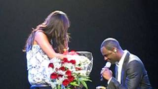 Brian Mcknight Proposes to his Girlfriend - LIVE - Honolulu - 2/14/2010