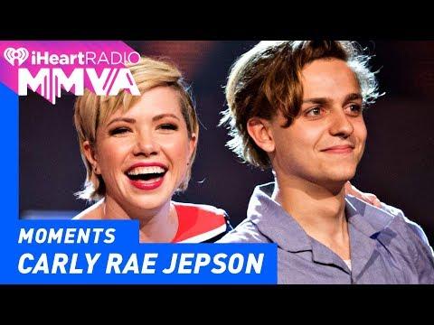 Carly Rae Jepsen and Scott Helman Announce Award | 2017 iHeartRadio MMVAs