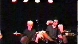 Anti-Flag - No borders no nations (Graceland Seattle Washington, 15/11/2003).mpg
