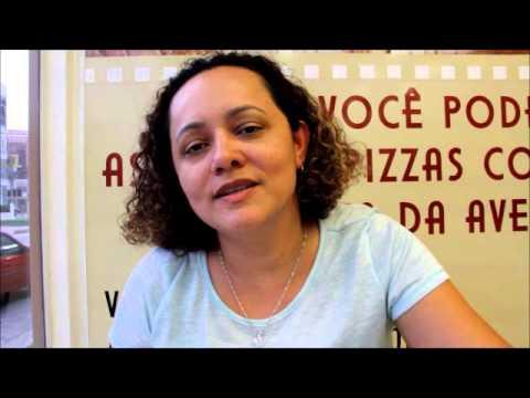 Entrevista da autora falando sobre o livro