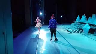 Выход на сцену