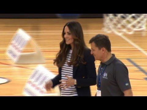 Kate in forma perfetta gioca a pallavolo a Londra
