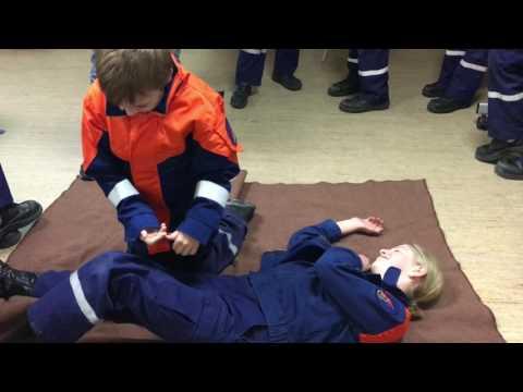 Ausbildung der Jugendfeuerwehr (Erste Hilfe)