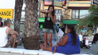 preview picture of video 'Girls at Pattaya beach'