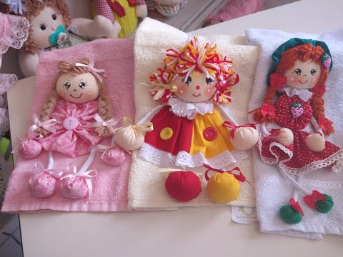 Boneca Emília na toalha