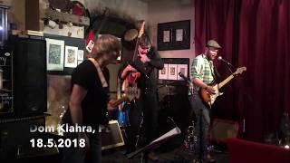Video Divná ulice  -  Pětičlenné trio