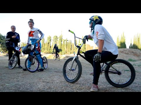 BMX - FEMALE PARK RIDER vs FEMALE PRO RACERS