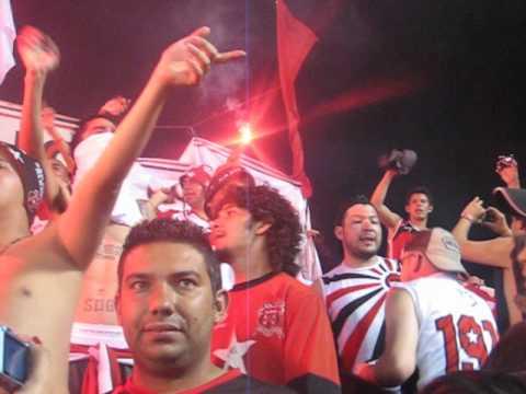"""""""la # 12 en nicaragua!!! estadio independencia!!!"""" Barra: La 12 • Club: Alajuelense"""