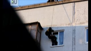 В Шадринске СОБР и ОМОН задержали наркопреступников. Оперативные кадры