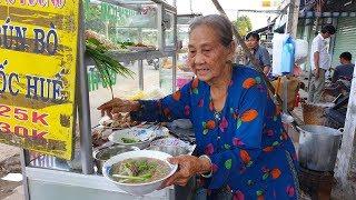 Bà ngoại 82 tuổi bán bún bò Huế nuôi cháu suy thận bị cha mẹ bỏ rơi