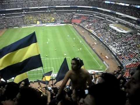 """""""LA REBEL EN EL ESTADIO AZTECA 14 ABR 2010"""" Barra: La Rebel • Club: Pumas"""