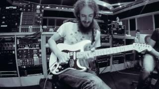 "Steven Wilson - Hand.Cannot.Erase - ""Home Invasion / Regret #9"" - Guthrie Govan Guitar Solo"