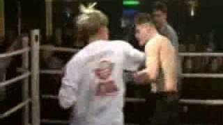 Пьяный Вячеслав Дацик нападает на судью на боксе.