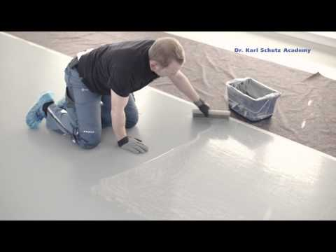 Creative marble-effect floor design with the spatula technique
