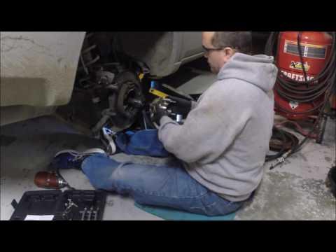 2004 Mitsubishi Endeavor Rear Wheel Bearing Hub pt2