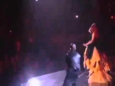 Eminem Ft Rihanna - Love the way you lie   Dr. Dre I need a doctor Grammy Awards 2011.flv