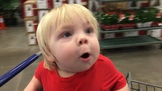 Toddler Adorably Freaks Out Seeing Christmas Decorations at Store