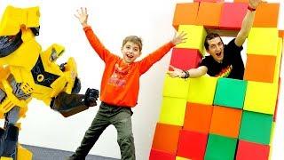 Замок для Автоботов и полоса препятствий! Игры для детей с Трансформерами.