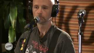Gambar cover Moby performing