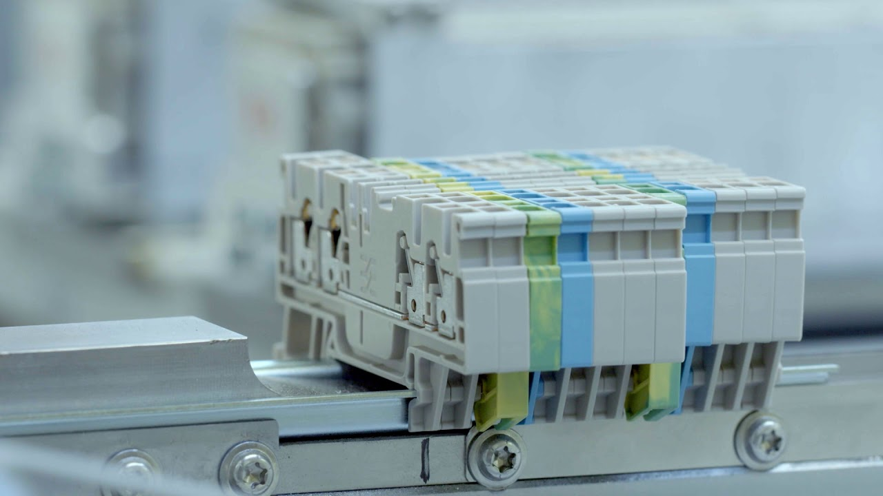 Automatisierte Tragschienenbestückung bei Weidmüller