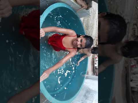 isopor  na piscina  , com meu primo