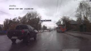На Пошехонском шоссе ВАЗ-21099 залетел на троутар