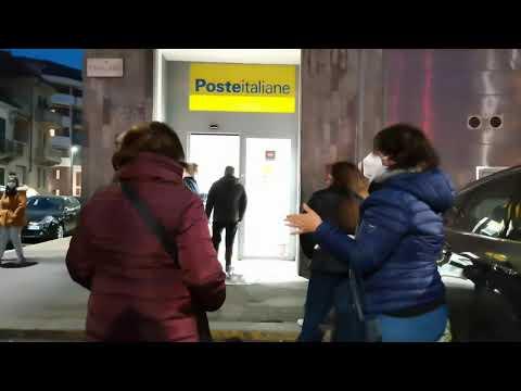 Почта Италии огромные очереди во времена коронавируса NET