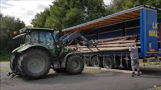 abladen der Paulownia Rundholzstämme für die Weiterverarbeitung...