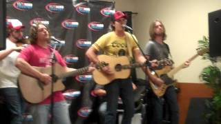 "Jon Pardi Performs ""Happens All The Time"""