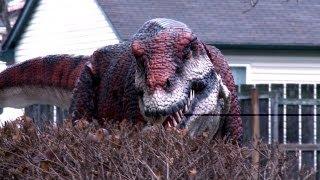 Смотреть онлайн Огромные динозавры пугают людей на улице
