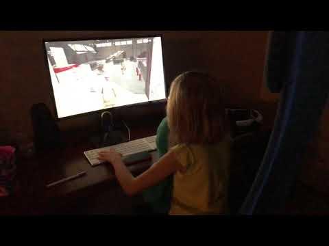 國外網友給女兒從小就練PUBG騎車技巧 不想長大變起Q?
