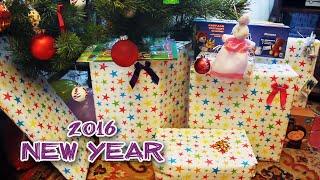 Подарки Деда Мороза открываем под Новогодней елкой игрушки - Unboxing New Year presents