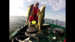 "Huge ""Bay of Green Bay"" Walleyes - Fishing solo 8.13.17"