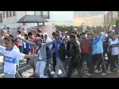 """""""Caminata al Nacional - Barra Los Cruzados"""" Barra: Los Cruzados • Club: Universidad Católica"""