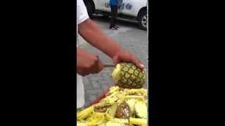 Смотреть онлайн Как быстро и просто почистить ананас